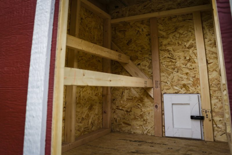 chicken roosting space for hens