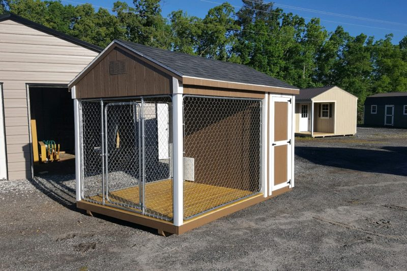dog kennel with roof